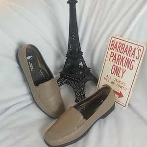 Woman's Hush Puppies Loafers- Sz W9.5
